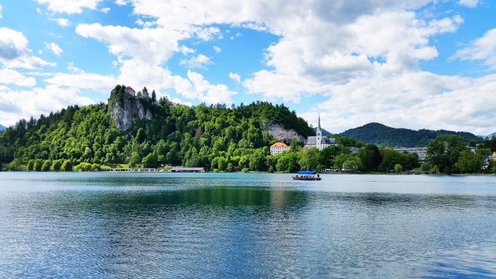 Bleder See mit Blick auf die Burg